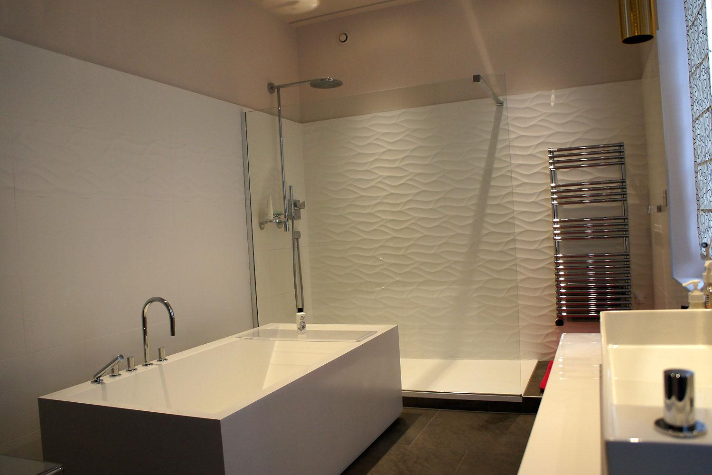 Salle de bain contemporaine et féminine. La cliente souhaite ...